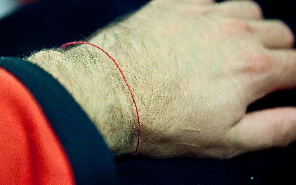 10 факта за връзването на червен конец, които не знаете